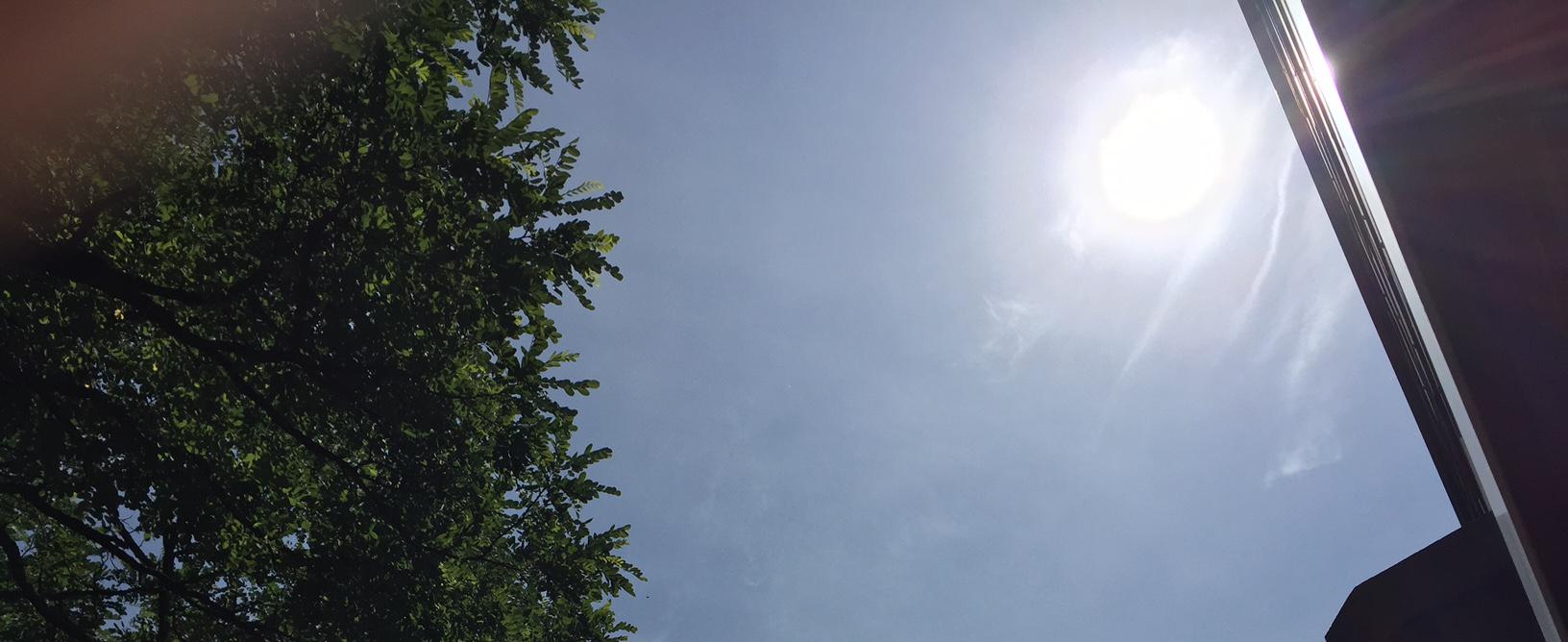 Wolkenfreier Himmel im Sommer